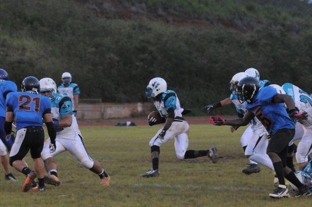 Paniolos hold on to 8-0 victory over Stingrays in Week 1.